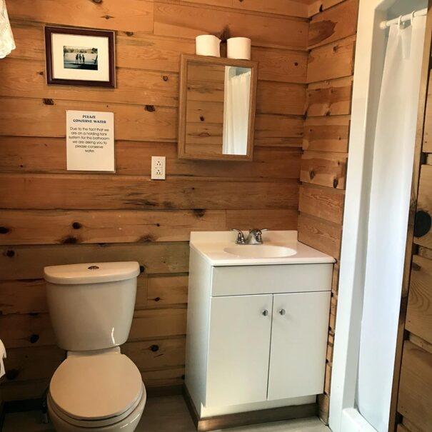 RiverviewCottage_Bathroom_1